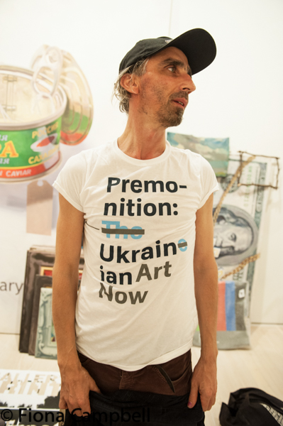Vinny Reunov in exhibition t-shirt.